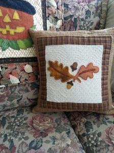 Oak Leaves and Acorns pillow.2015